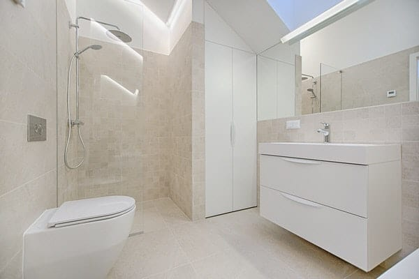 universal design matters+roll-in-shower-floating-vanity