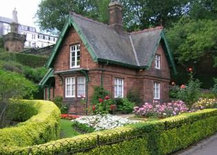 Bonny's cottage 5x7
