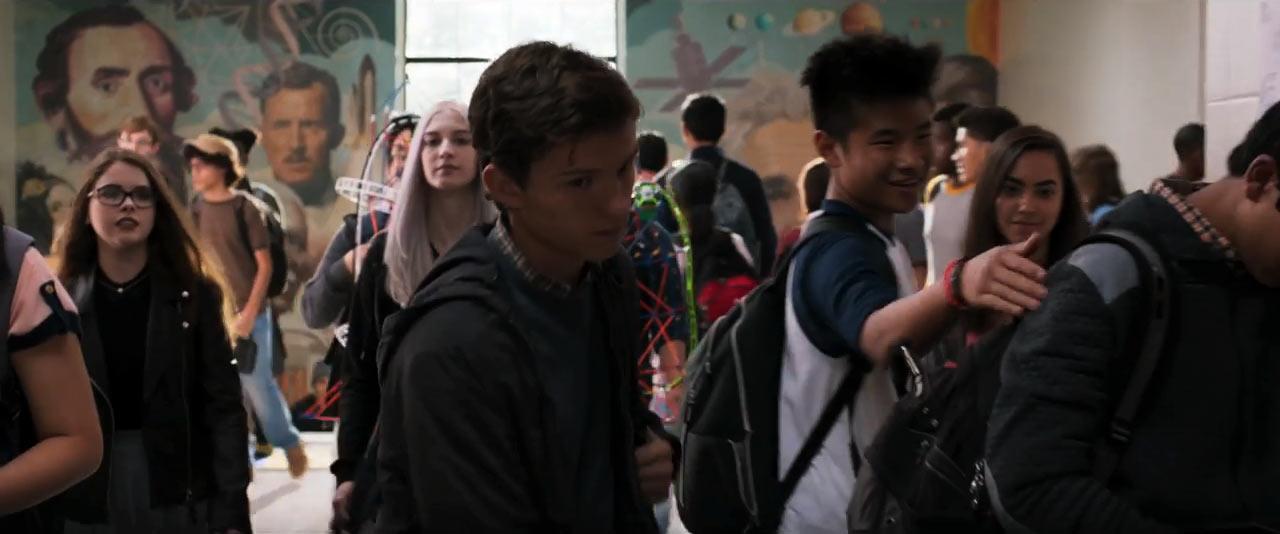 Se liga na imagem do Howard Stark lá atrás. A história é ensinada nos colégios do Universo Marvel... ;D