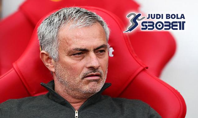 Darmian Hubungi Mourinho Bahwa Ia Ingin Gabung Dengan Juventus(1)