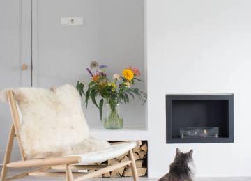 Modern Gezellig Interieur : Moderne woonkamer gezellig maken houtenkastenwand met haard en