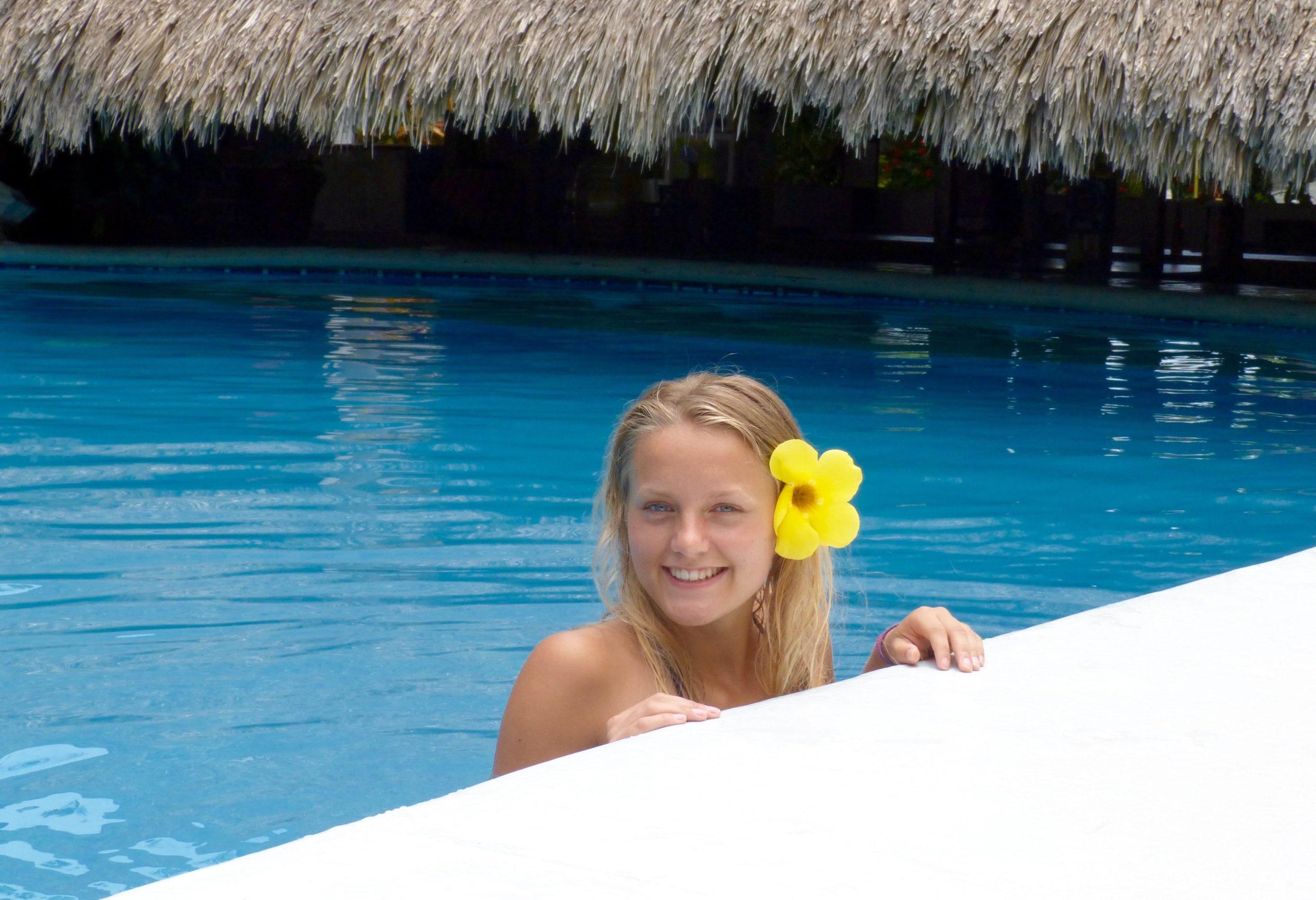 Judith Voyage dans la piscine de l'Hôtel Albatros à Puerto Escondido