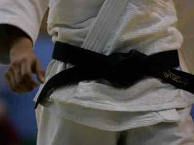 Judoka ayant une ceinture noire.