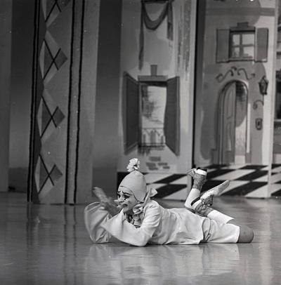 "Judy Garland on ""The Hollywood Palace"" 1966"