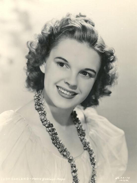 1939-Judy-Garland-promotional-photo