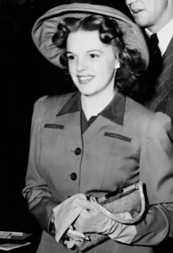 attractive-judy-garland-wearing-a-hat