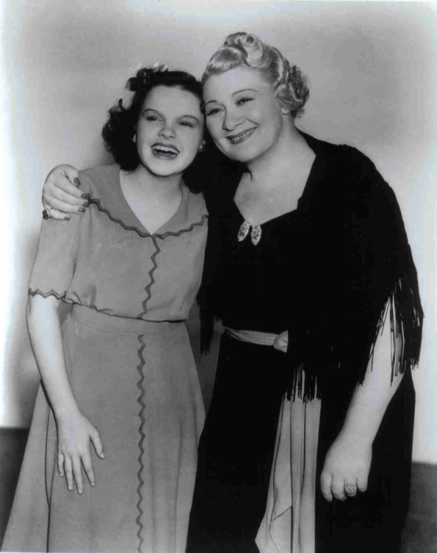 Judy-Garland-and-Sophie-Tucker-1937