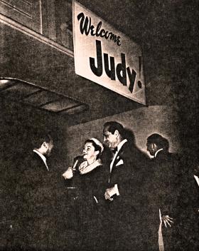 1954-9-29-HwoodPremiere16