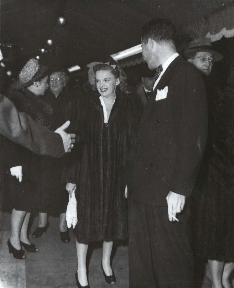 November-20,-1942-Premiere-Grauman's
