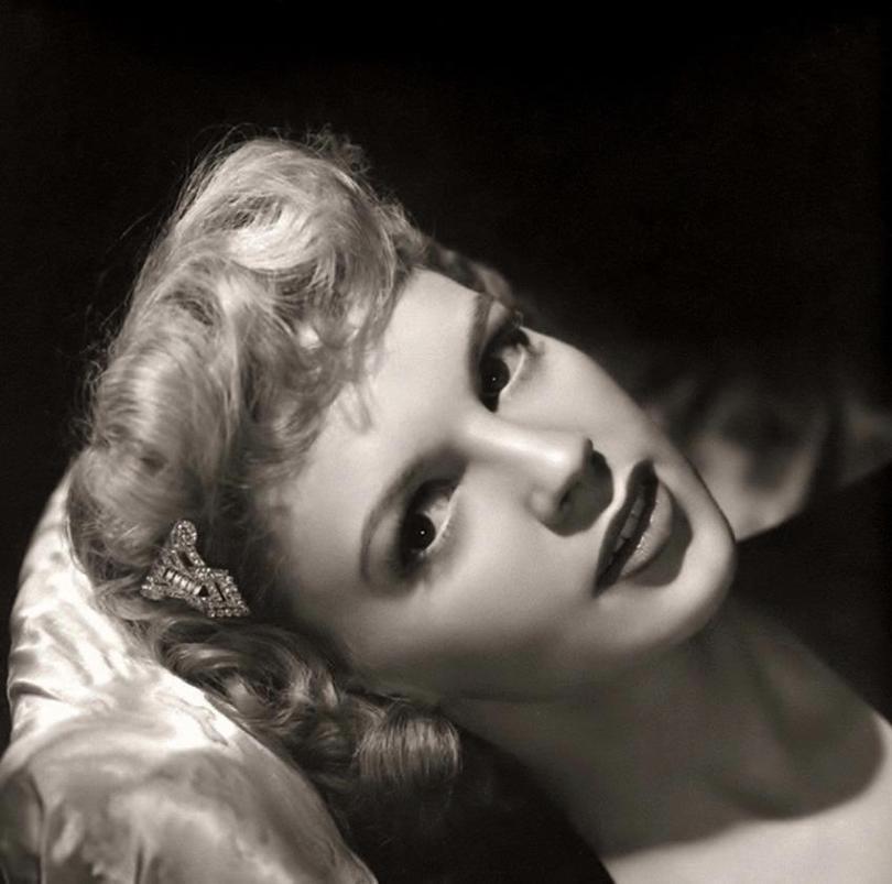 1942 blond 2