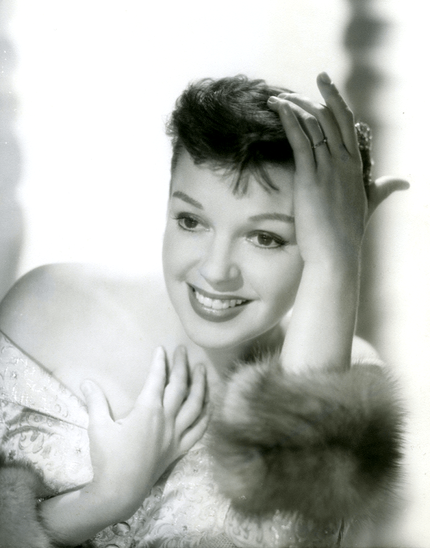 judy-garland-in-a-star-is-born-1954