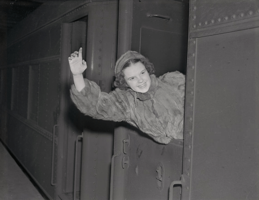 February-7,-1938-Arrival-in-New-York-CROP