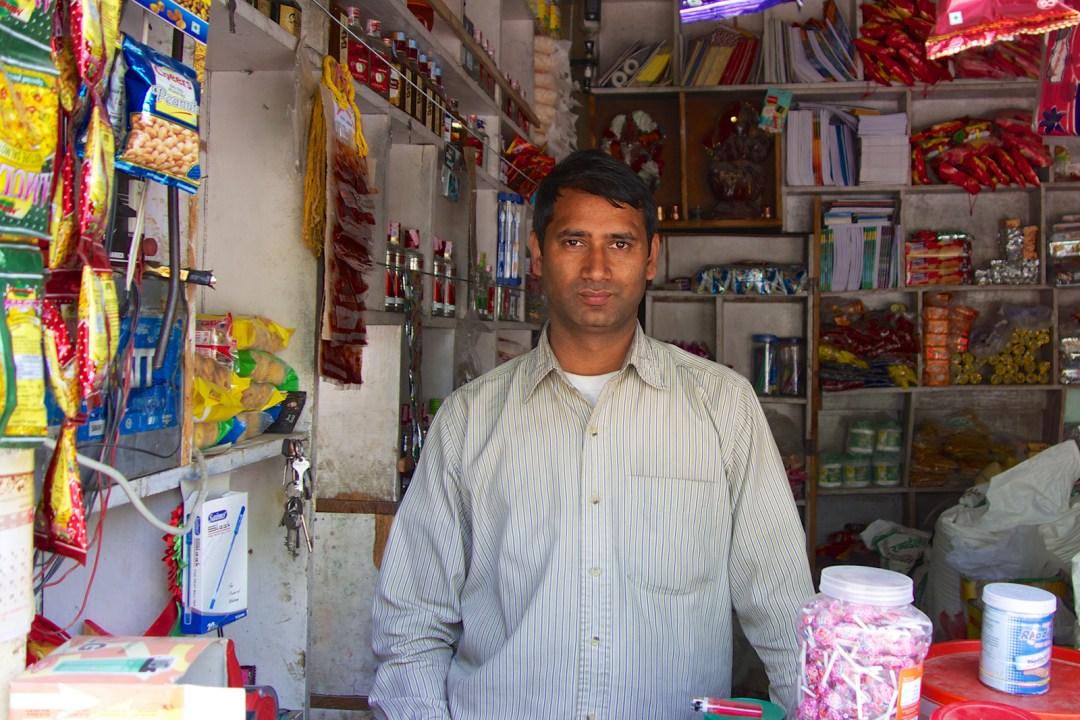 nepal-pokhara-salesman