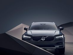 Studio images - The refreshed Volvo V90 B6 AWD Cross Country in Thunder Grey