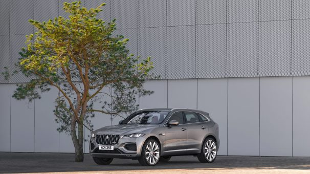 Jag_F-PACE_21MY_26_Location_Static_10_Front_3qtr_150920
