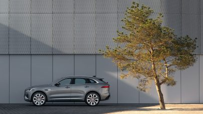 Jag_F-PACE_21MY_29_Location_Static_13_Side_150920
