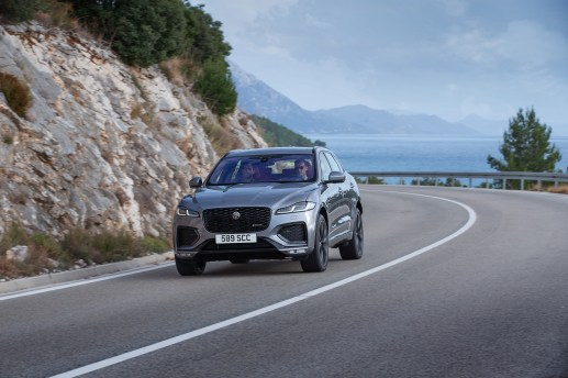 Jag_F-PACE_21MY_Location_Driving_150920_HR_062X4846