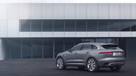 Jag_F-PACE_21MY_Location_Static_01_Rear_150920