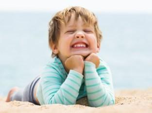 Deze afbeelding heeft een leeg alt-atribuut; de bestandsnaam is happy-laughing-baby-girl_1398-4075.jpg
