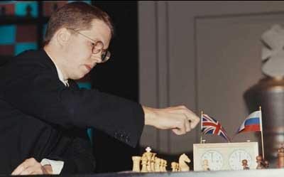 Nigel Short jugando al ajedrez