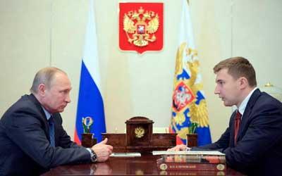Vladimir-Putin hablando con un campeón