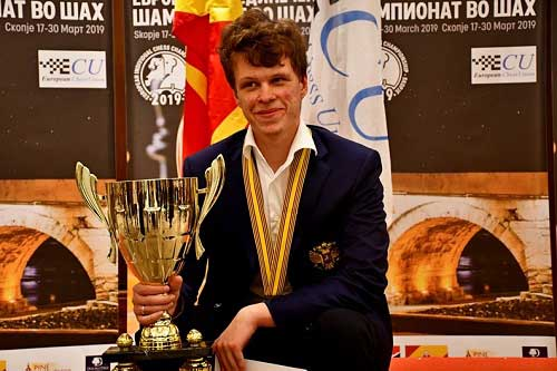 Vladislav-Artemiev-2019-European-Championship-trophy
