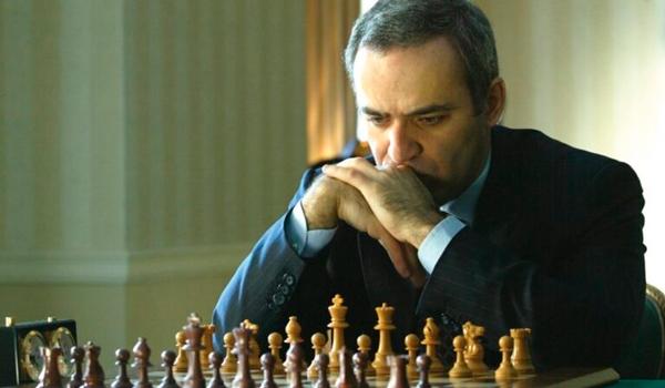 Garry Kasparov - Consultor de la Serie