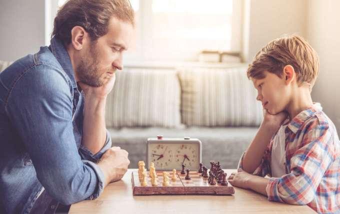 Cómo enseñar a tu hijo a jugar al ajedrez