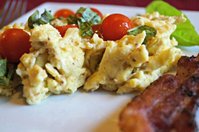 Scrambled eggs for dinner with frest cherry tomatoes