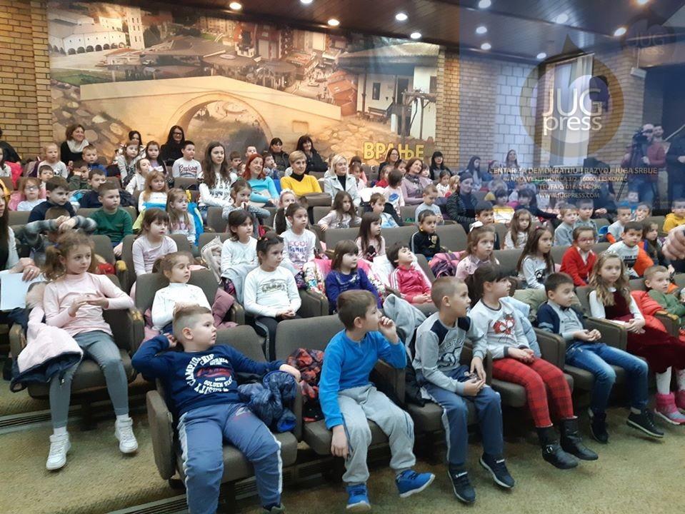 Deca iz vranjskih vrtića posetili Gradsku upravu