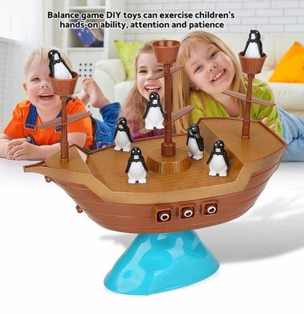 Barco de pirata pinguino