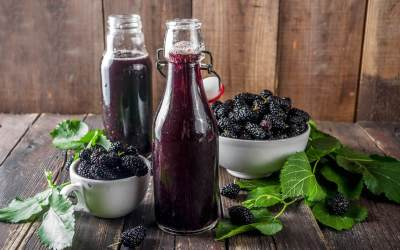 Blackberry juice with Lime or Lemon Juice