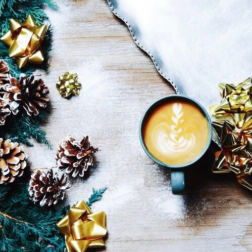 image-mise-en-avant-article-bien-vivre-lhiver-café-pommes-de-pin