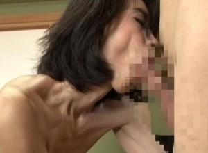 【淫乱母】娘の彼氏まで喰い啜る熟肉壷!反り勃った肉棒で膣奥を突かれ、トロットロに卑猥汁を漏らす実母!