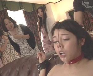 【羞恥公開調教】下品すぎる!変態メス豚に覚醒していくセレブ嬢、みずなれいを鑑賞するドSレズ!