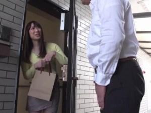 『内緒にして、1回だけよ、ほんとに…』マンション管理人宅に突撃★まんざらでもない奥様と初不倫で無許可中出し