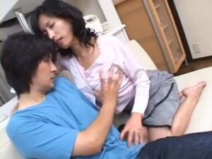 #息子の部屋 #母子SEX 性教育が中出しセックス ★ エロ本と母下着でザーメン処理する息子チ●ポにナマ穴差し出す母親…