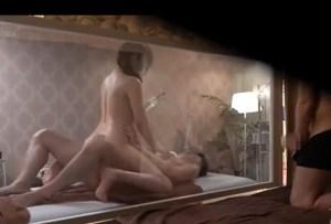 【人妻NTR 性感マッサージ】ゴム無し他人チ○ポで不倫!生ハメ中出しされ、必死で快楽に耐える妻を、マジックミラーから覗き見する夫…