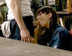 【村上涼子】従業員チ●ポを性処理フェラする熟女工場長!ガテン系の硬い男根を、咥え尽くして慰める…