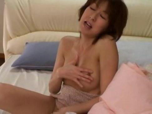 性欲が溜まりすぎて破廉恥な自慰行為で淫らに喘ぐ五十路おばさんの日活 無料yu-tyubu
