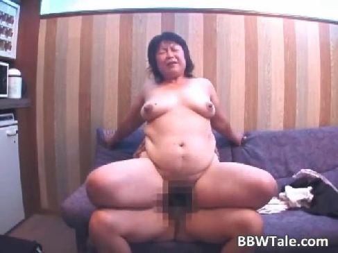 個人撮影を愉しむ60代の超熟おばさんが放尿や中出ししてる日活 無料yu-tyubu夫婦