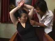 脇毛が生えてるセレブ系五十路美熟女のjyukujo動画