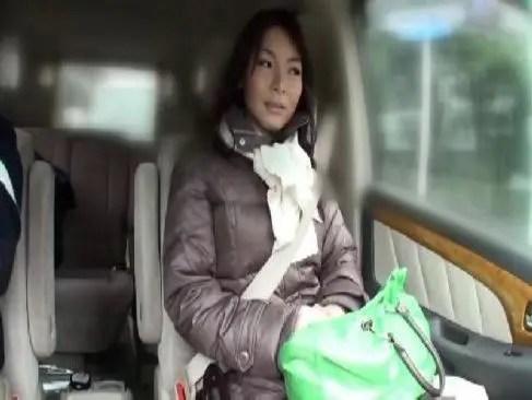 貞淑な雰囲気の五十路美熟女が公衆便所での個人撮影でおまんこを濡らし絶頂するjyukujo動画