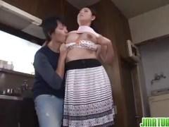 むっちりおばさん体型のお母さんに興奮する息子とそれを優しく受け入れる四十路熟女のzyukuzyob
