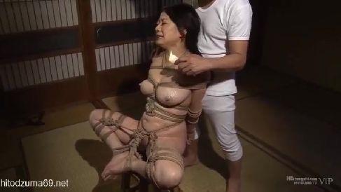 行く当てのない未亡人が義父に縛られ調教されていく美熟女動画