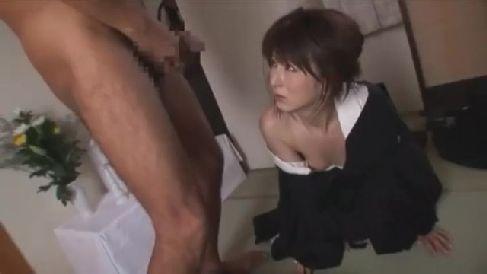 美人な未亡人が夫の残した借金をネタに体を要求され墓前の前で体を凌辱されていく人妻熟女の動画
