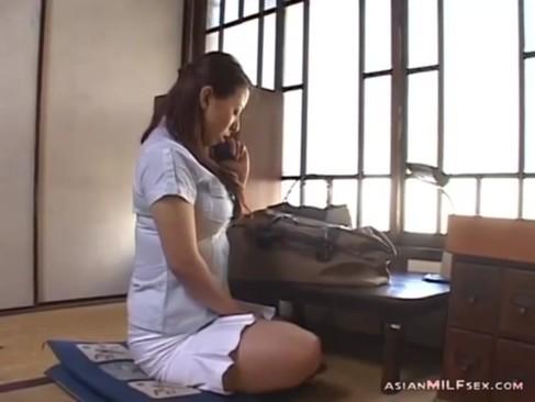 長期出張中の夫と電話で話しながらオナニーをする四十路美熟女妻!おっぱいやおまんこを弄り悶える姿がエロいjyukujo動画