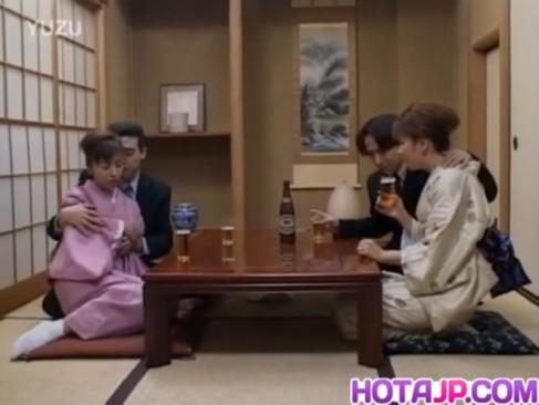 スワッピングプレイの嵌った熟年夫婦達のjyukujo無料モザナシ!和室で着物を肌蹴させて他人棒とセックスしちゃってる熟汝無料動画サンプル