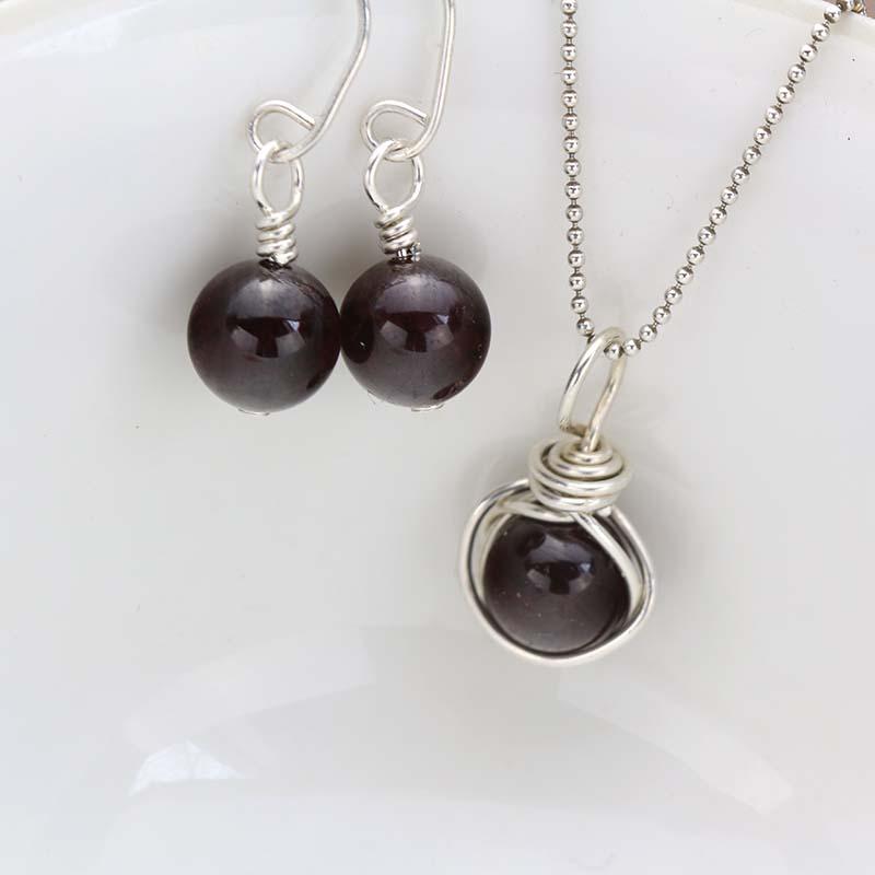 Garnet pendant & earrings