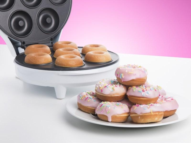 Donut maskin, maskine til er lave donuts, sjove maskiner, julegaver til dem der har alt, julegaver til teenagere,